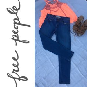 SOLD...FREE PEOPLE skinny jeans Stretch